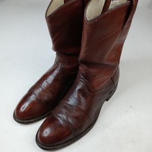 Cowtown women's brown leather roper western boots.